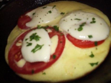 Omlet pizza s rajčicama