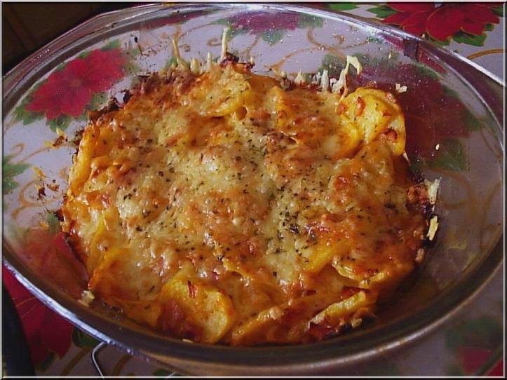Zapečeni krumpir sa sirom i šunkom